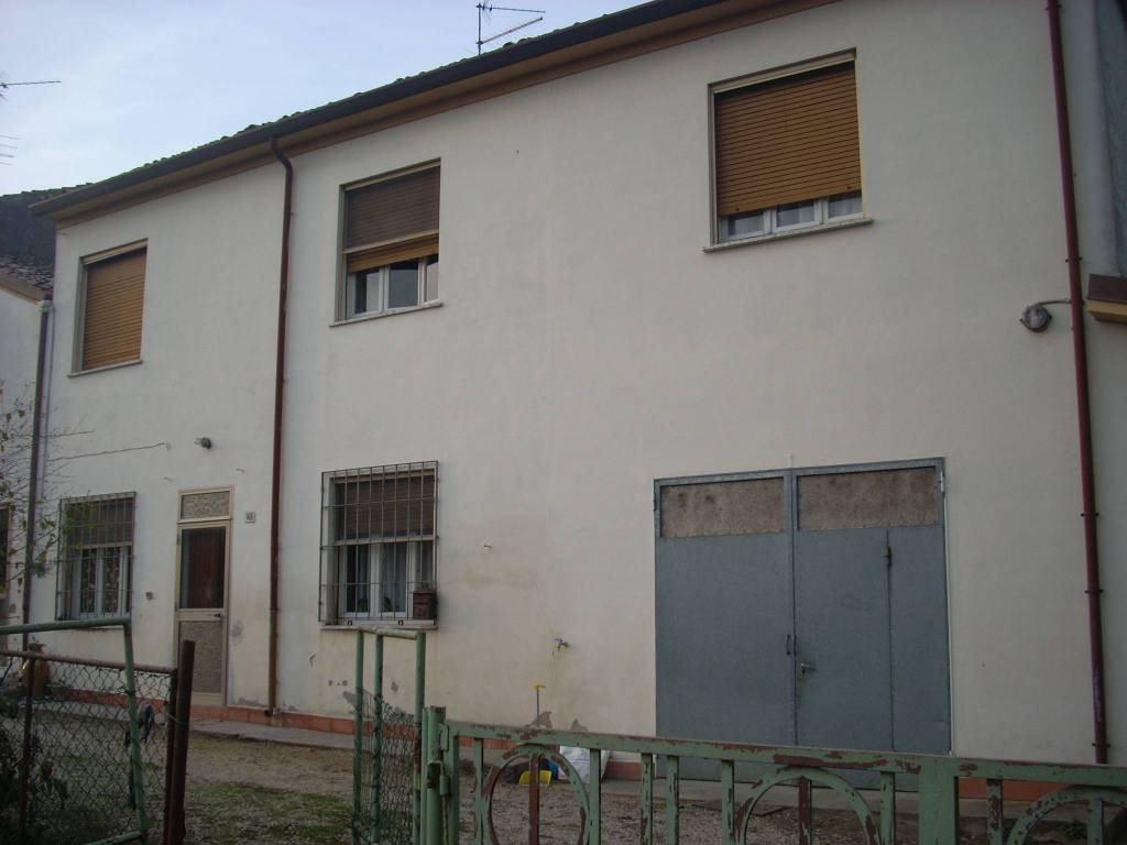 foto  Multi-family villa, good condition, 235 sq.m., San Benedetto Po