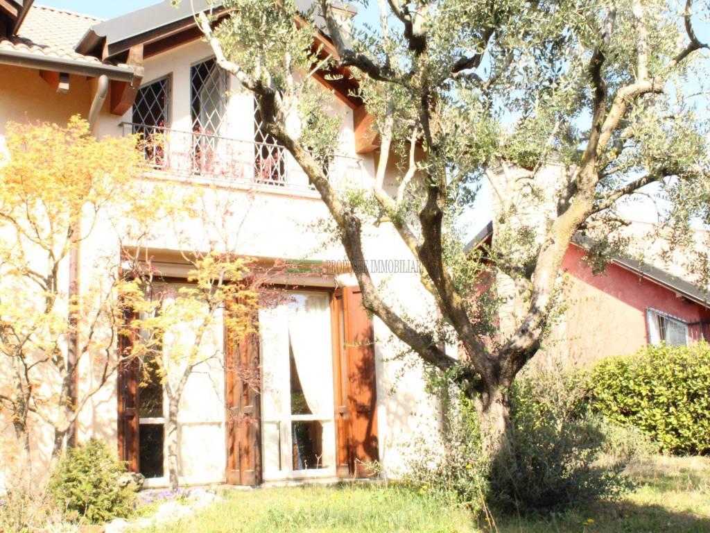 foto facciata Villa bifamiliare via Delma, Rodengo Saiano