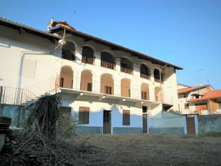 Photo - Building tre piani, good condition, Samone