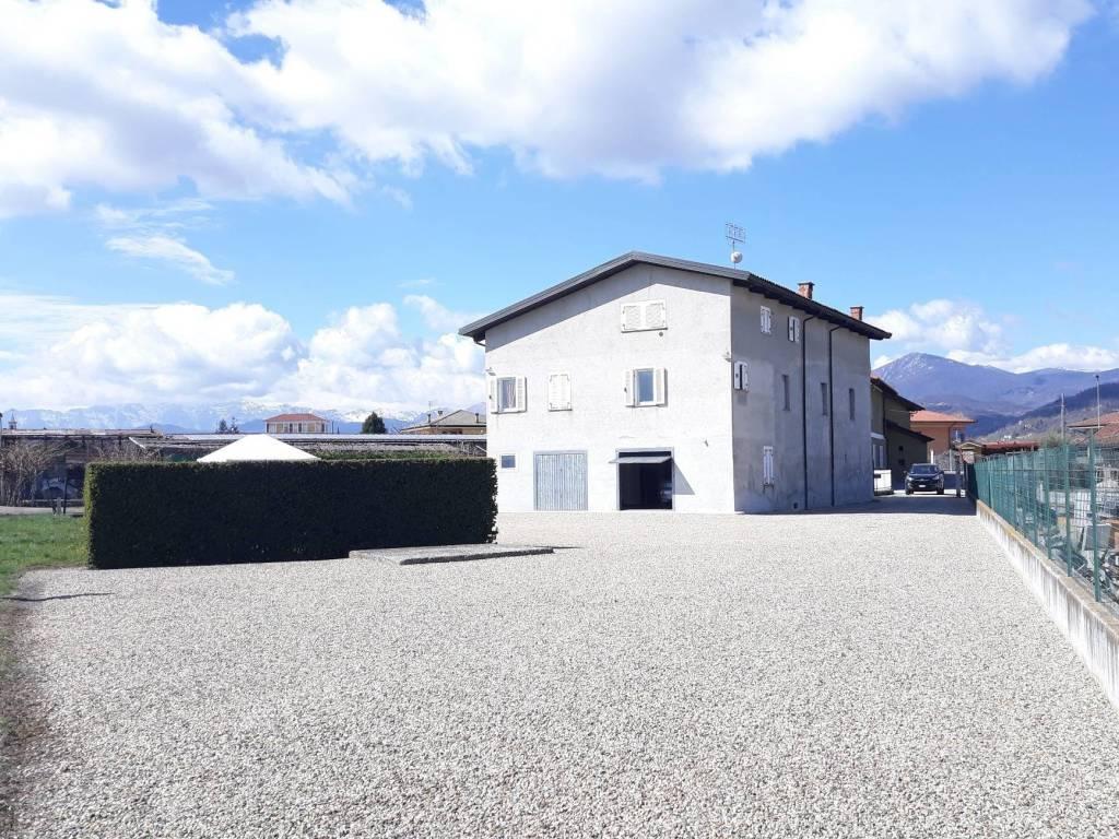 foto  Farmhouse frazione San Rocco 27, Busca