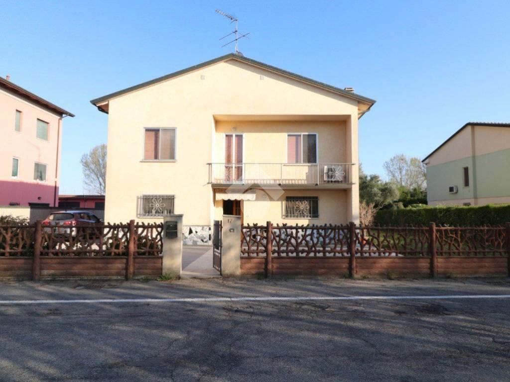 foto FACCIATA Single family villa via Legnaghese, San Giorgio Bigarello