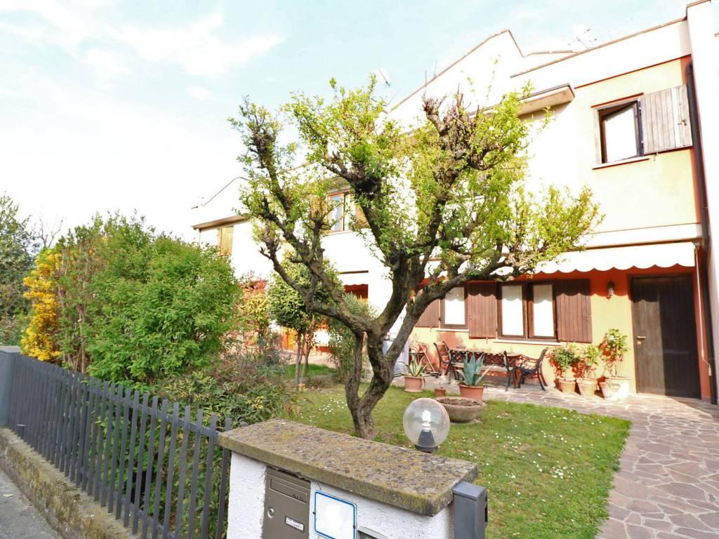 foto giardino Villa a schiera 5 locali, ottimo stato, Passirano