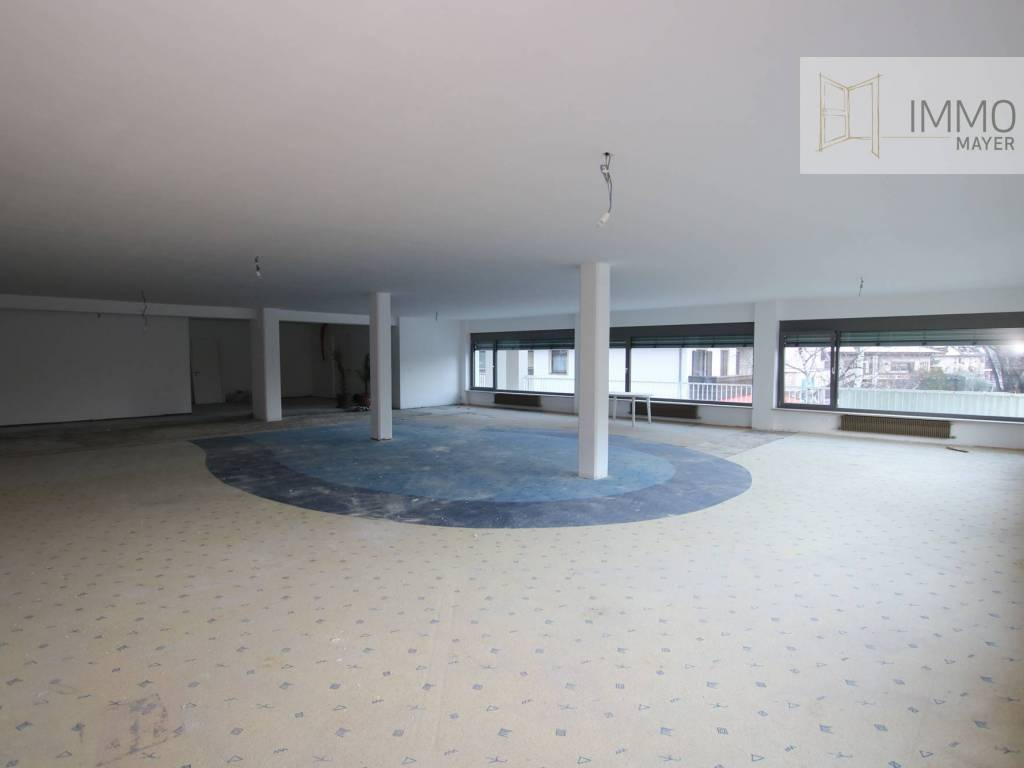 foto Interno Showroom for Rent