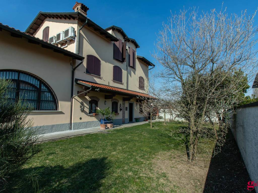foto  Farmhouse via Baggio 16-b, Cusago