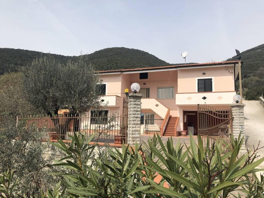 foto fronte Multi-family villa Strada Comunale Scannole 1, Colle San Magno