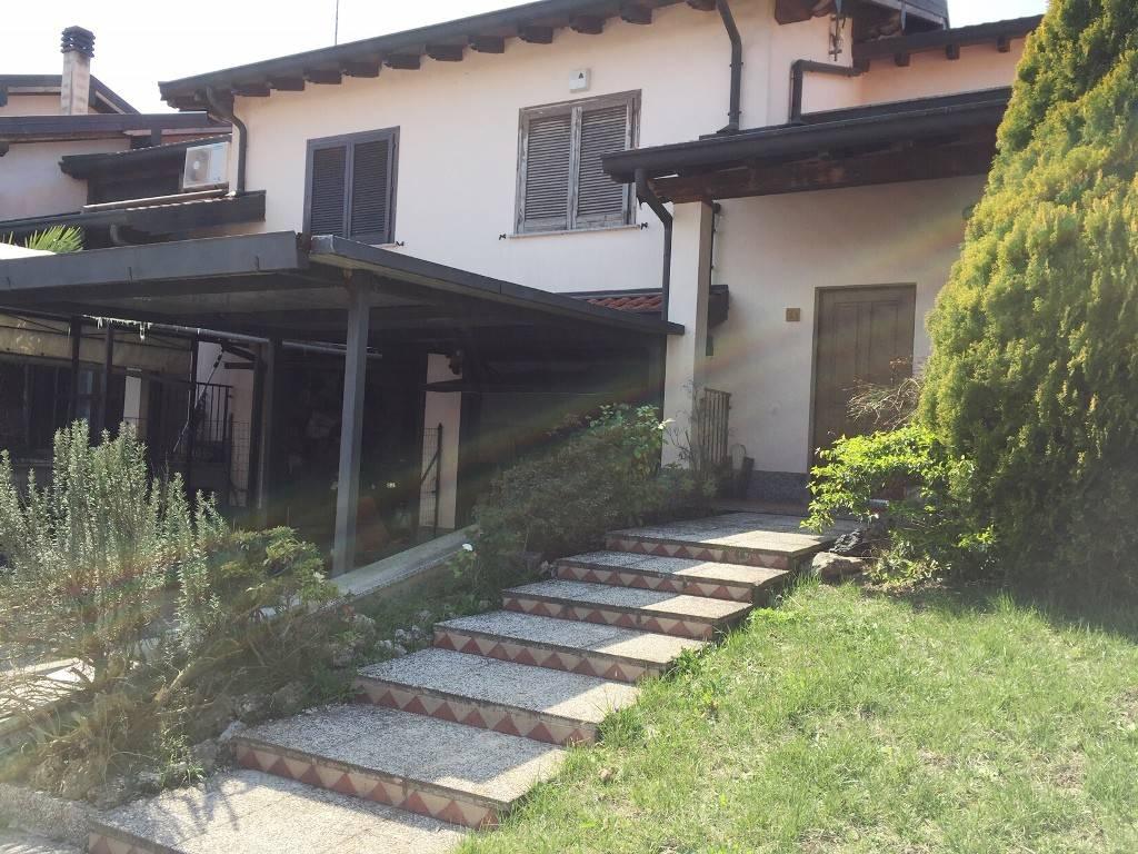 foto Facciata Villa a schiera via Santa Teresa di Calcutta, Trovo