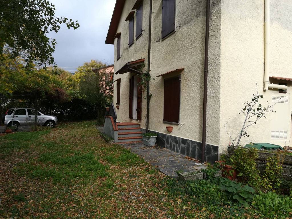 foto  Villa plurifamiliare Località Poggiotignoso, Firenzuola