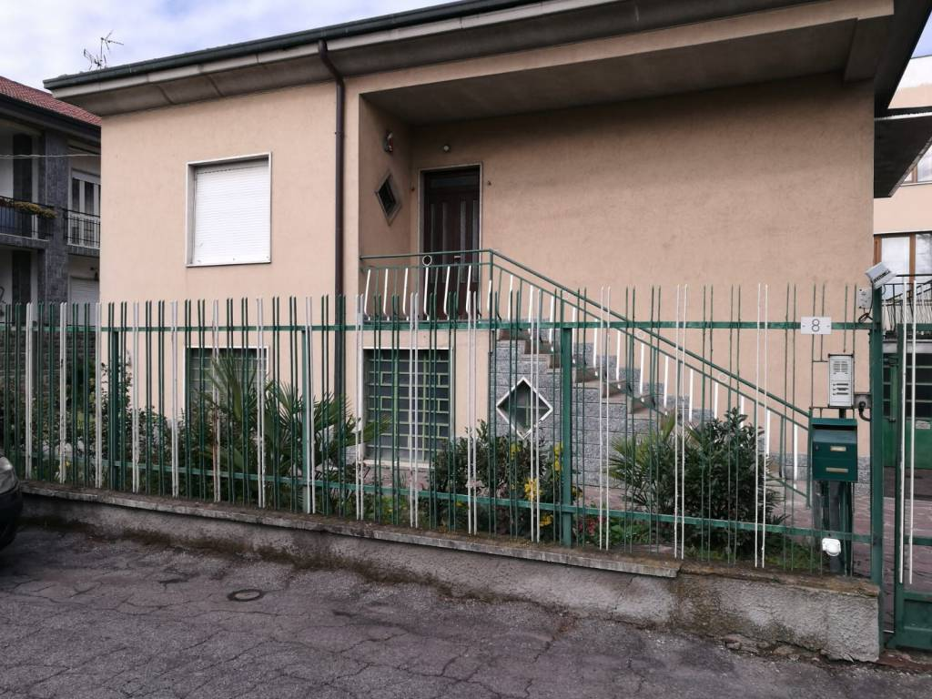 foto  Single family villa, to be refurbished, 138 sq.m., Nerviano