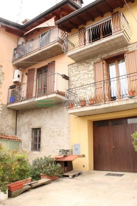 foto facciata Mansarda via Gazzane, Brione