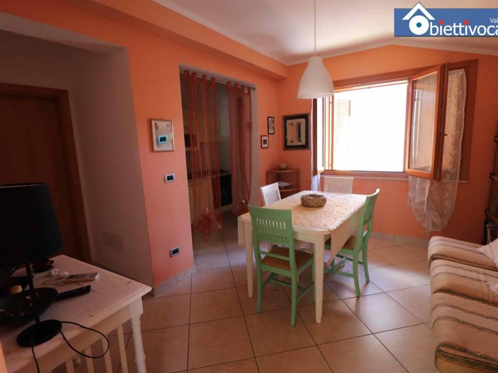 foto soggiorno Appartamento via Nino Bixio 2, Tortoreto