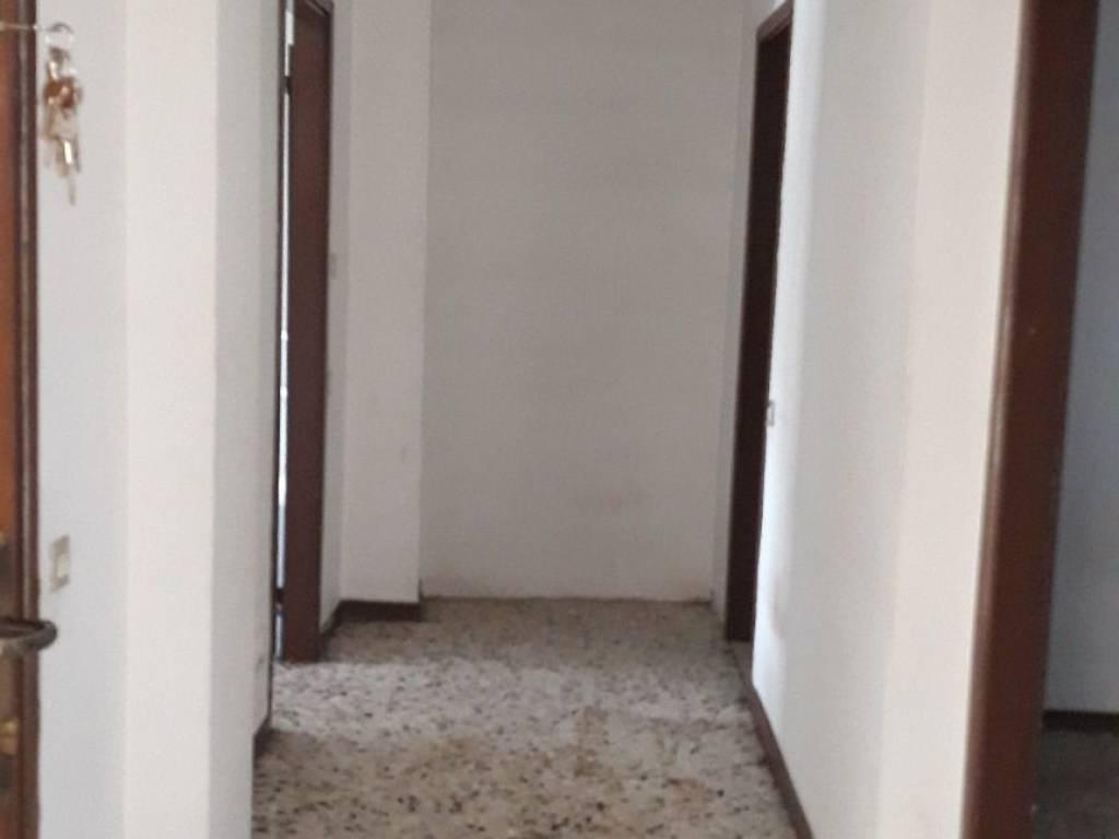 foto  3-room flat to be refurbished, top floor, Alzate Brianza