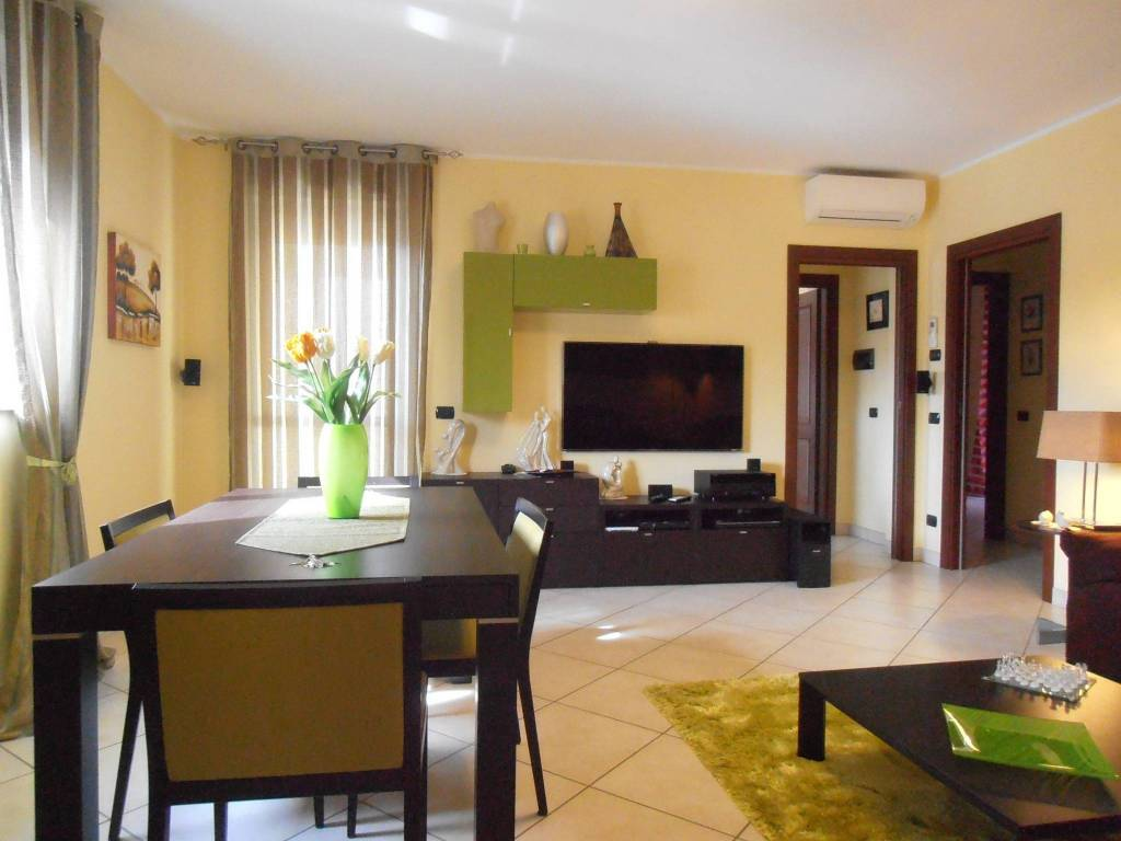 foto soggiorno 3-room flat viale Dante Alighieri 17, Galliate