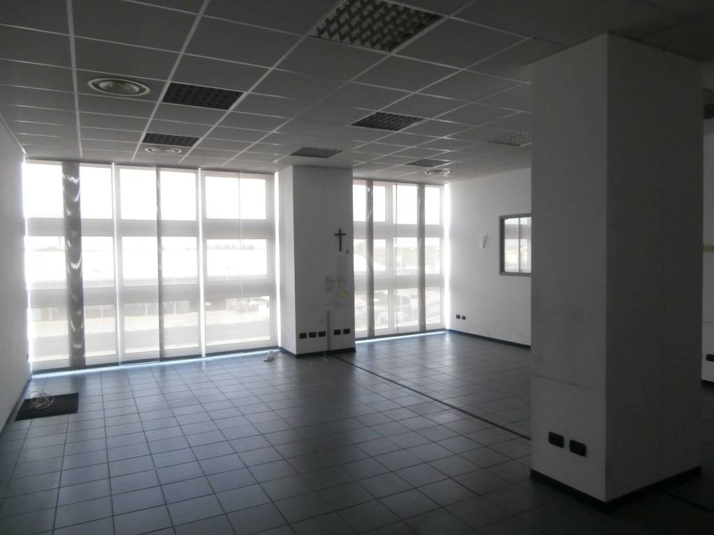 foto locale 1 Office for Rent