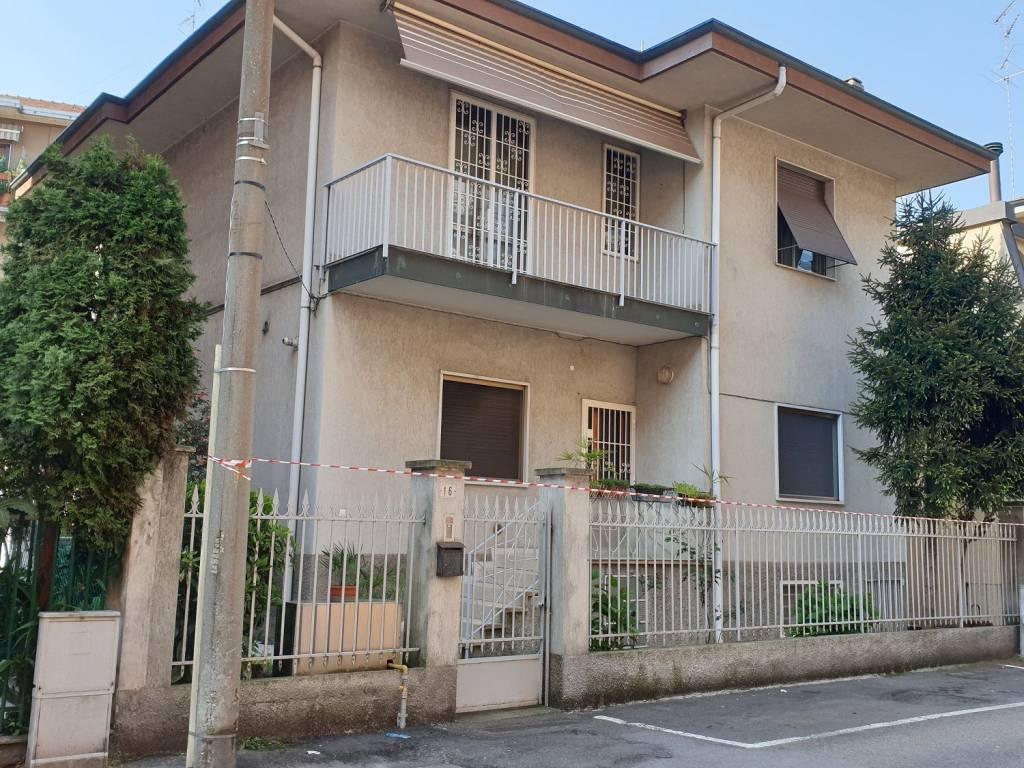 foto esterno Two-family villa via Giuseppe Garibaldi, Cesano Boscone
