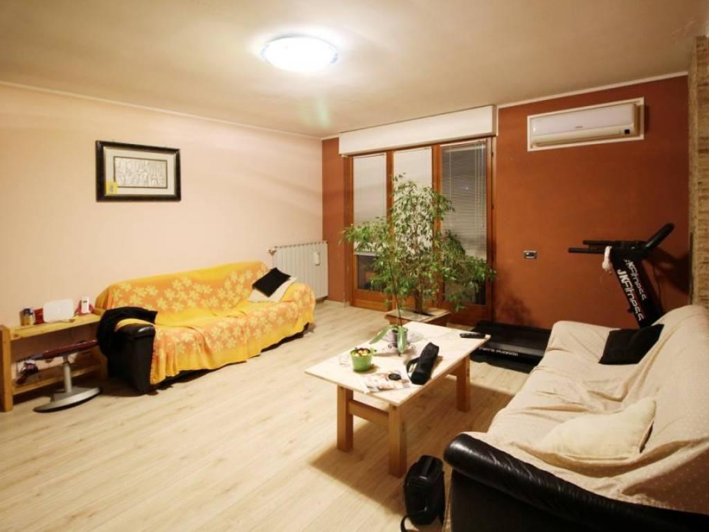 foto Soggiorno Трехкомнатная квартира via Tagliabue 2, Mariano Comense