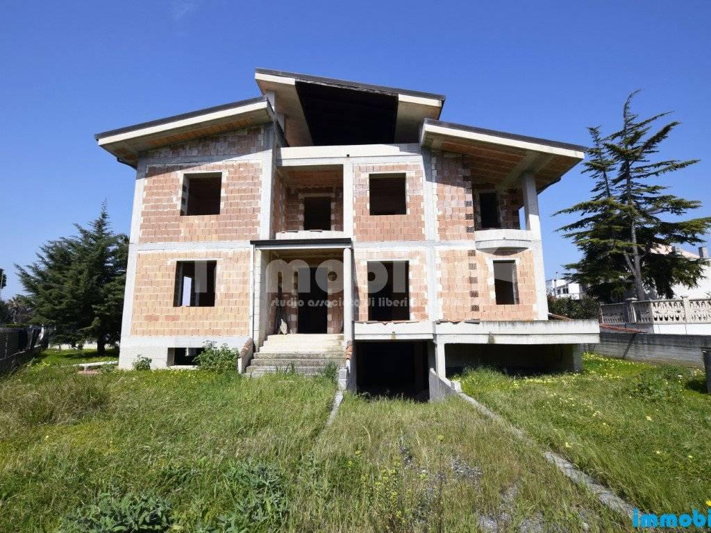 foto esterno Villa unifamiliare, nuova, 450 mq, Oria