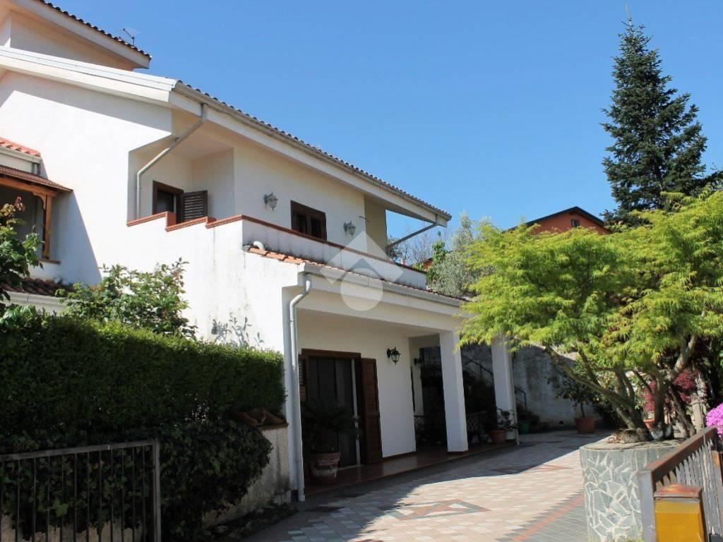 foto  Villa bifamiliare via Alberto della Piagentina, Rende
