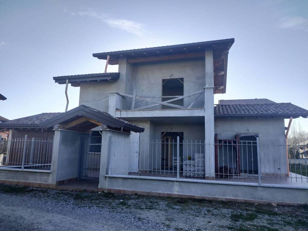 foto  Villa unifamiliare via Monviso 24, Pombia
