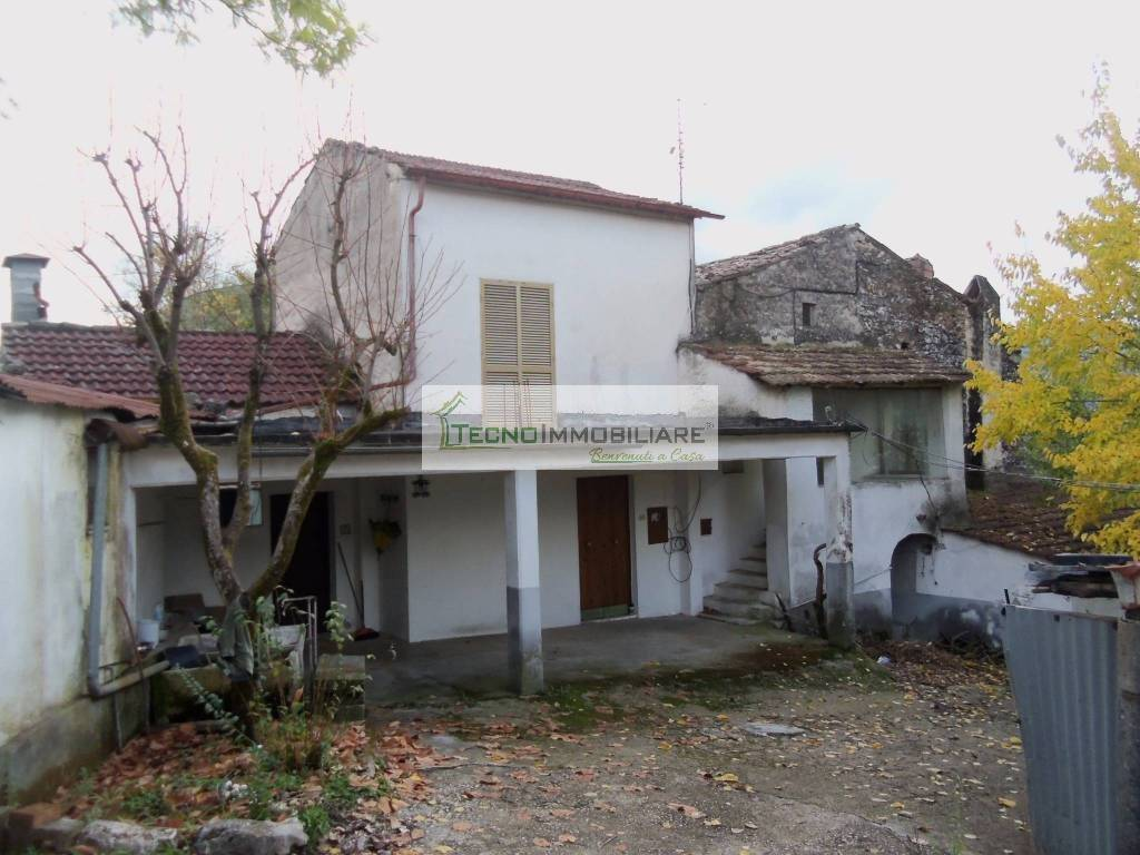 foto  Single-family townhouse 448 sq.m., to be refurbished, Pico