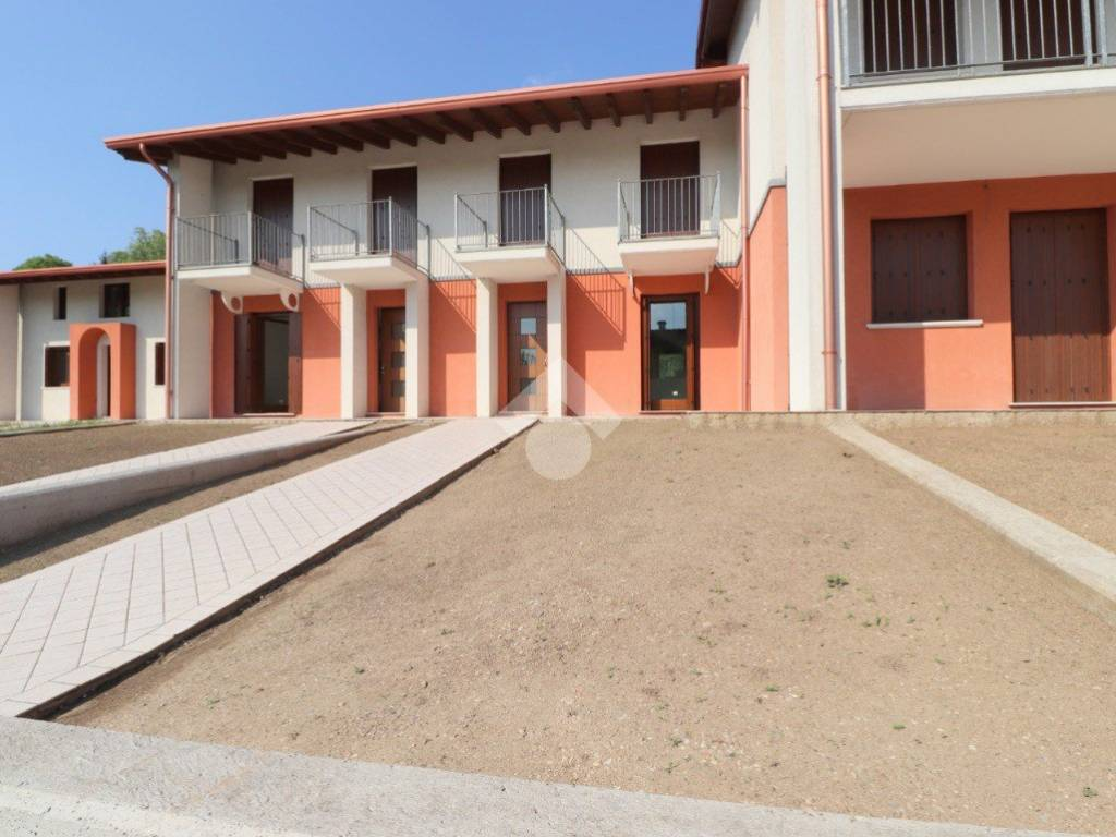 foto  Terraced house via C  Battisti, Goito
