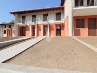 Photo - Terraced house via C  Battisti, Goito