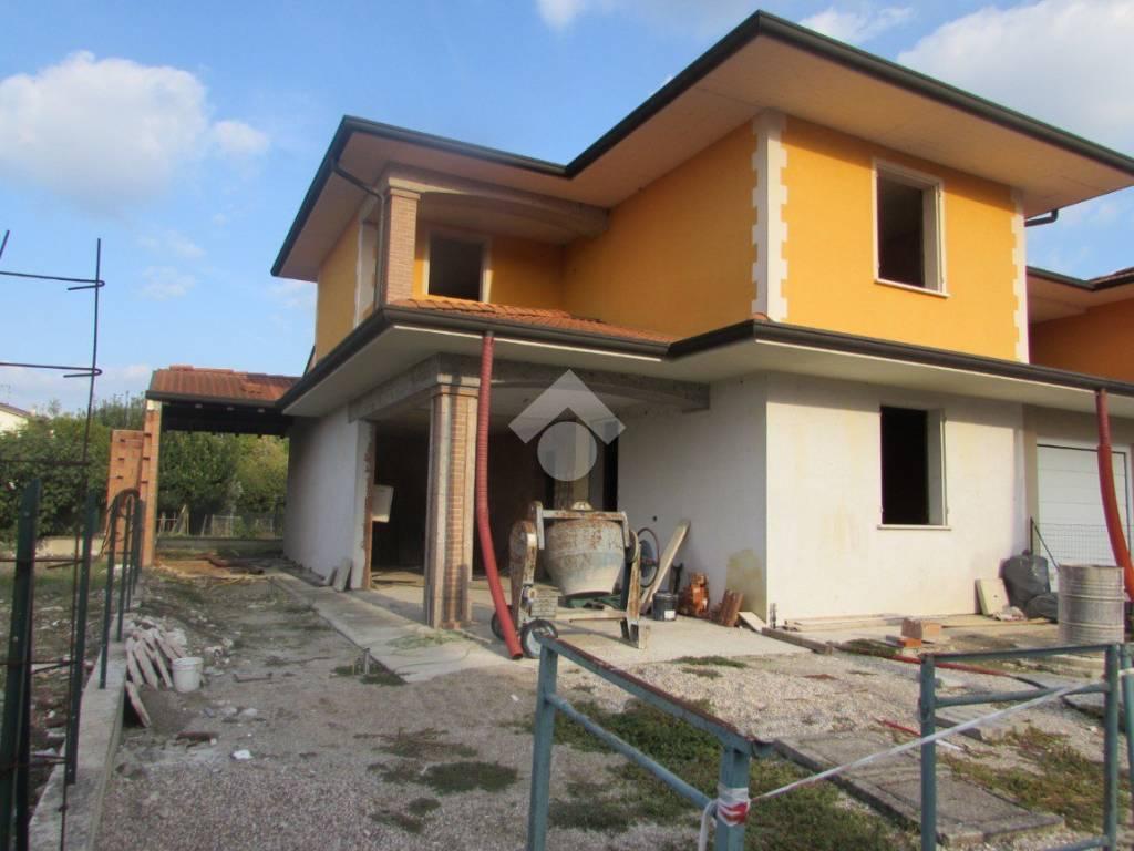 foto ESTERNO Villa bifamiliare via Ostigliese, Roncoferraro