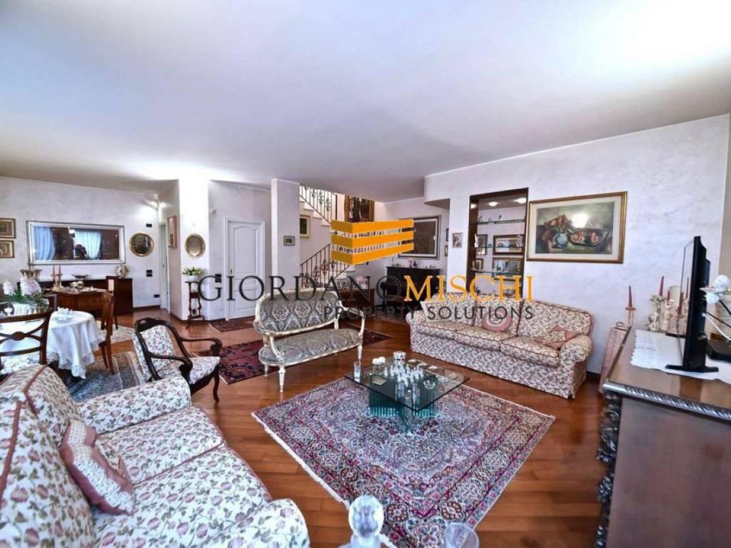 foto 1-SALONE Villa unifamiliare via Donizetti 59, Monza