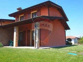 Foto - Villa bifamiliare via Martiri delle Foibe 15, Ghedi
