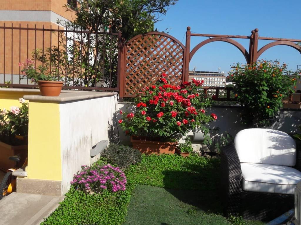 foto giardino Quadrilocale buono stato, piano rialzato, Roma