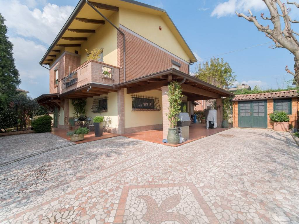foto facciata Villa unifamiliare via Enrico Fermi 41, Reggio Emilia