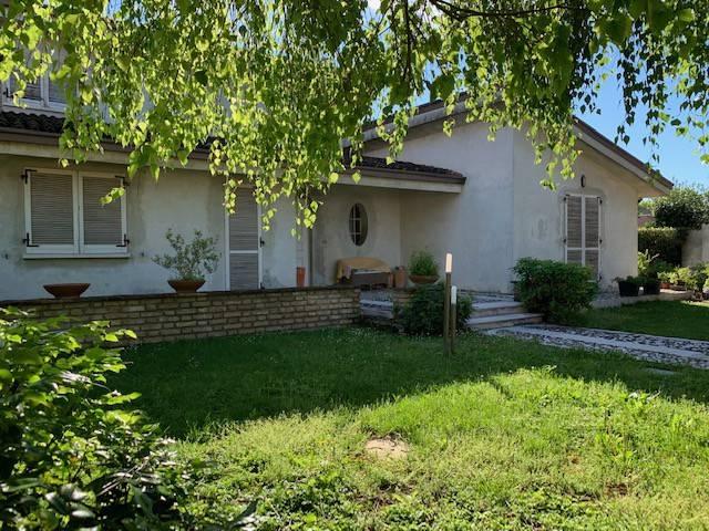 foto facciata a Single family villa, good condition, 400 sq.m., Casalmoro