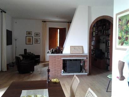 foto salone Appartamento in villa Località Sargiano, Arezzo