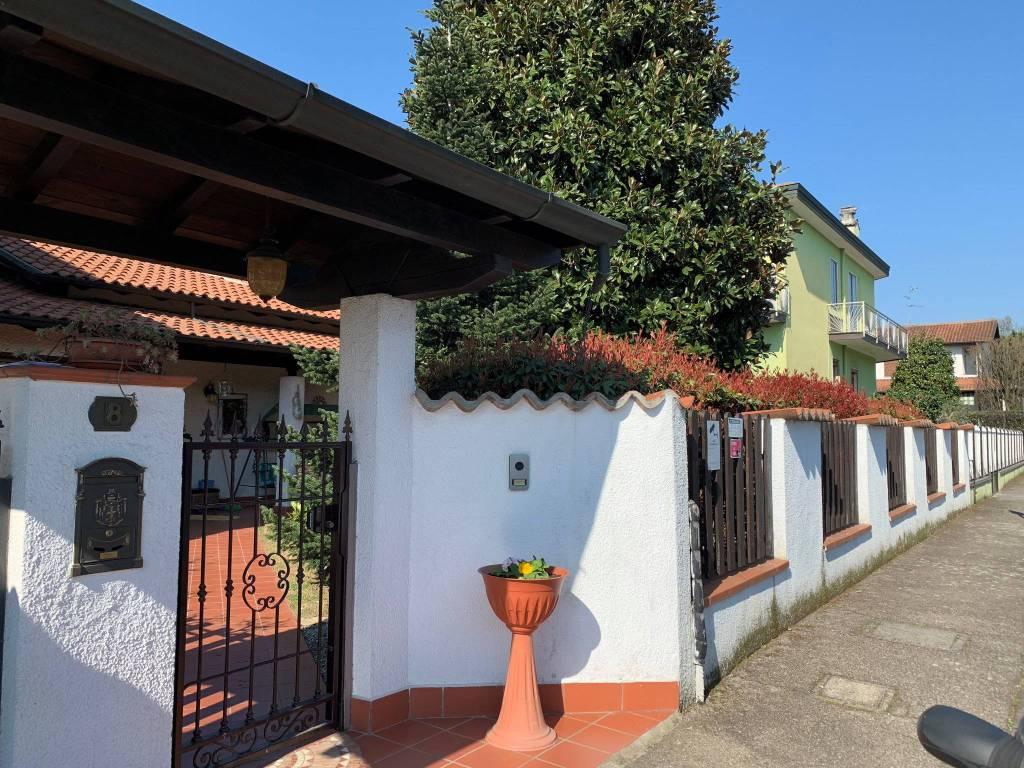 foto  Villa unifamiliare via Giovanni Pascoli, Noviglio
