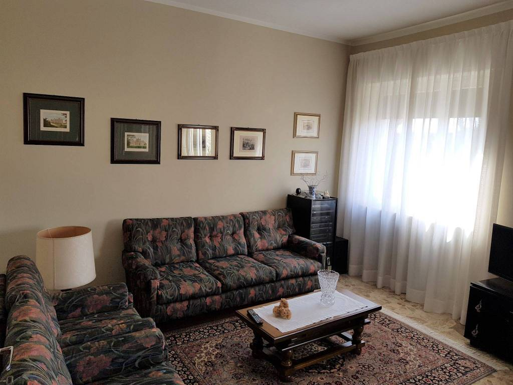 foto  Single family villa piazza Luigi Cadorna, Solaro