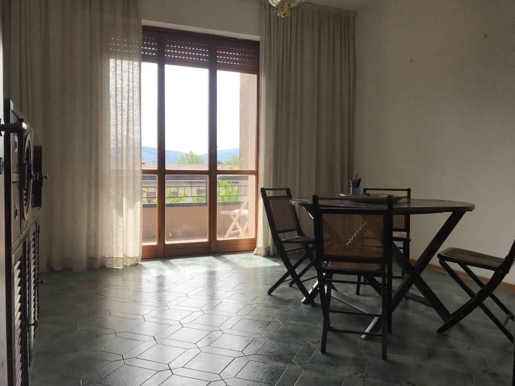 foto  Trilocale buono stato, terzo piano, Firenze