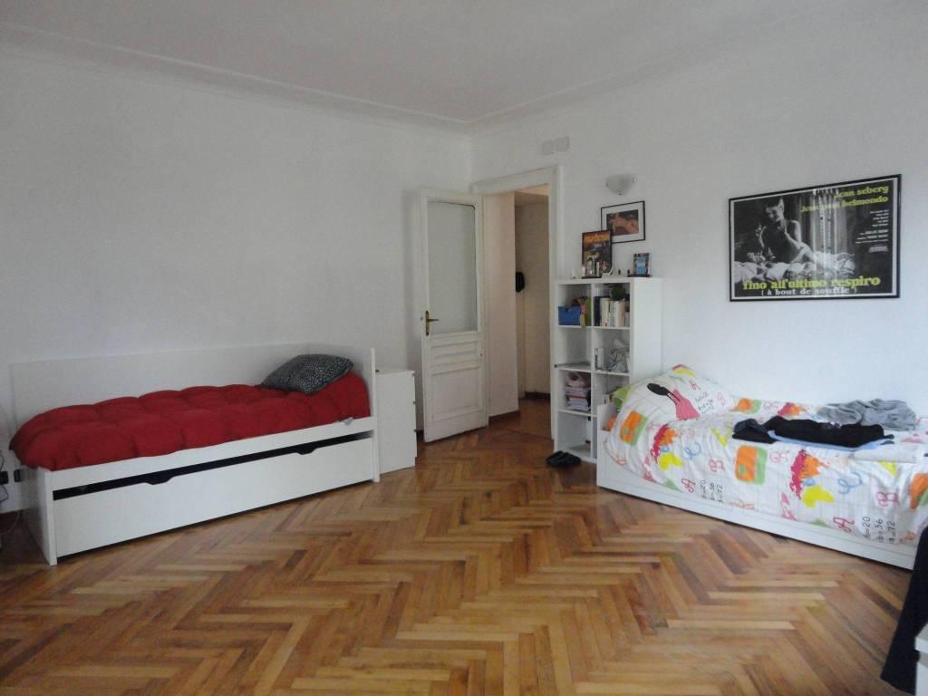 foto SALONE Trilocale buono stato, terzo piano, Torino