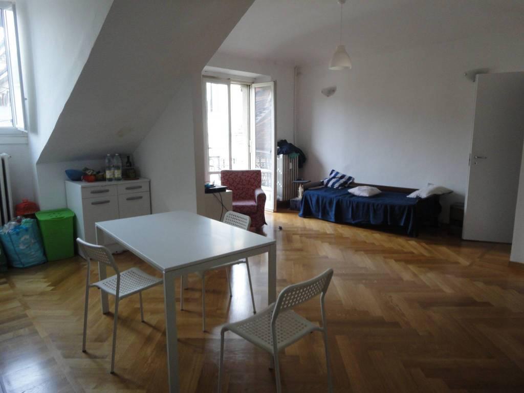 foto salone Trilocale ottimo stato, quarto piano, Torino
