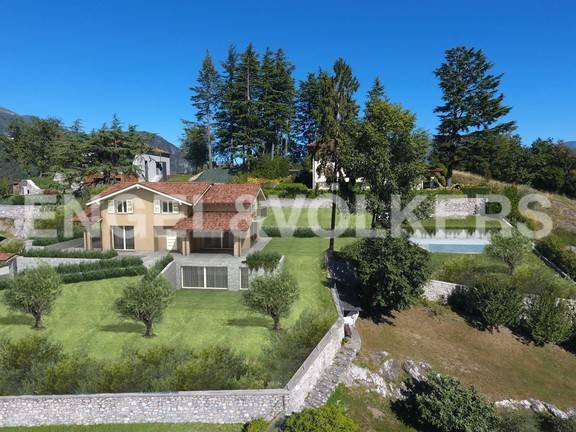 foto  Single family villa, excellent condition, 443 sq.m., Menaggio