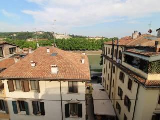Foto - Trilocale buono stato, ultimo piano, Centro Storico, Verona