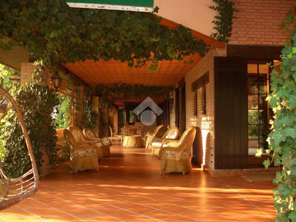 foto  Single family villa, good condition, 500 sq.m., Marmirolo