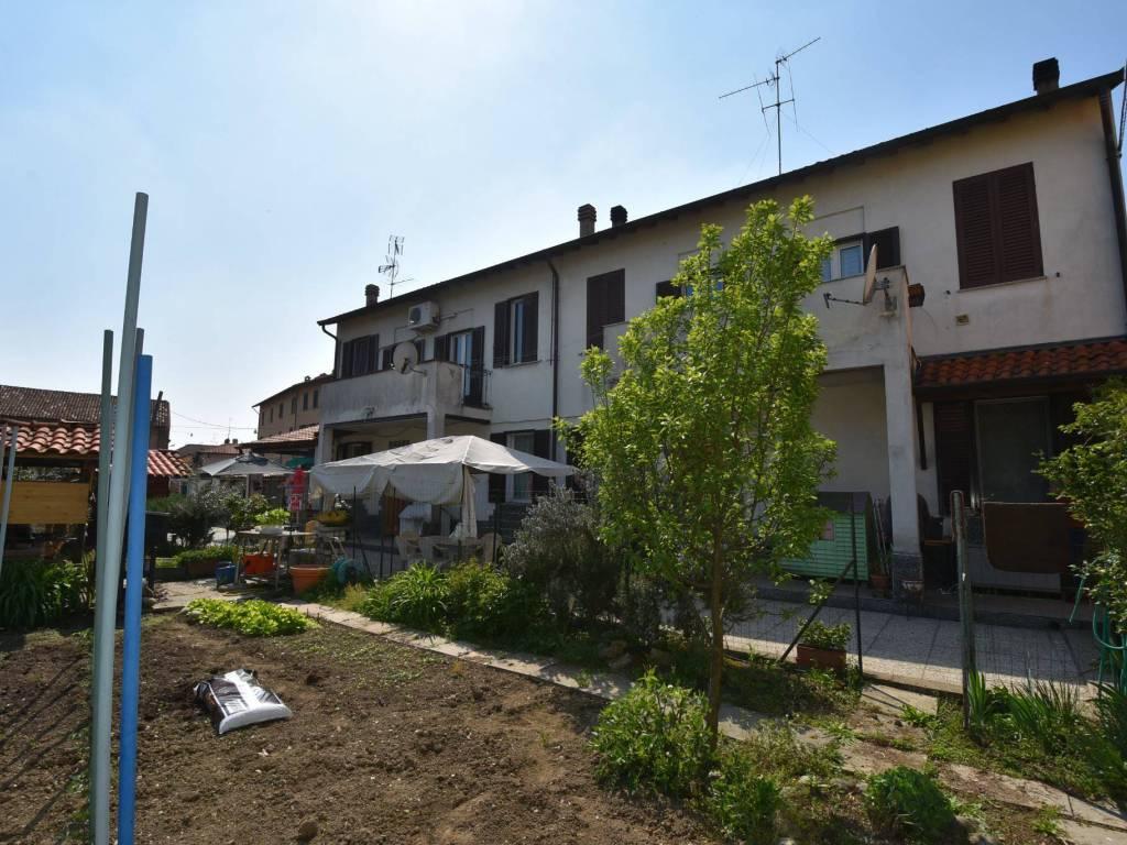 foto Facciata Two-family villa via della Vittoria, San Giuliano Milanese
