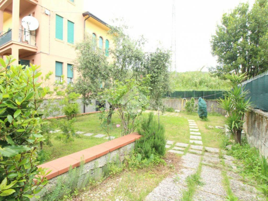 foto GIARDINO Quadrilocale via Sarzana, La Spezia