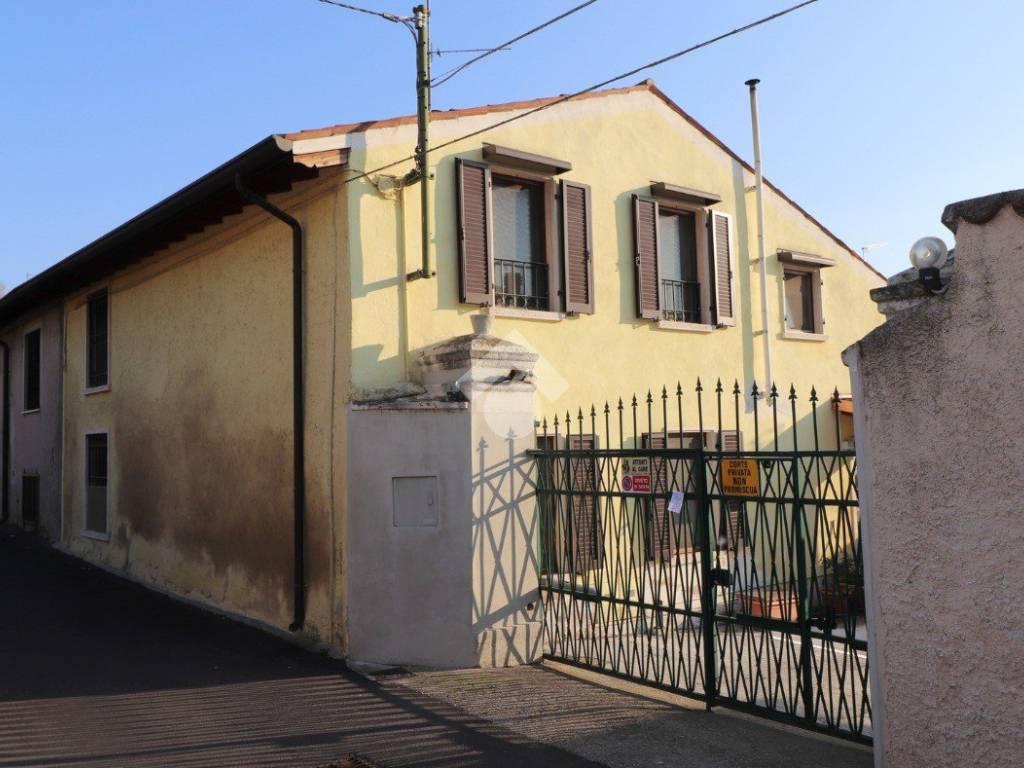 foto 1 Farmhouse vicolo Colombara, Volta Mantovana