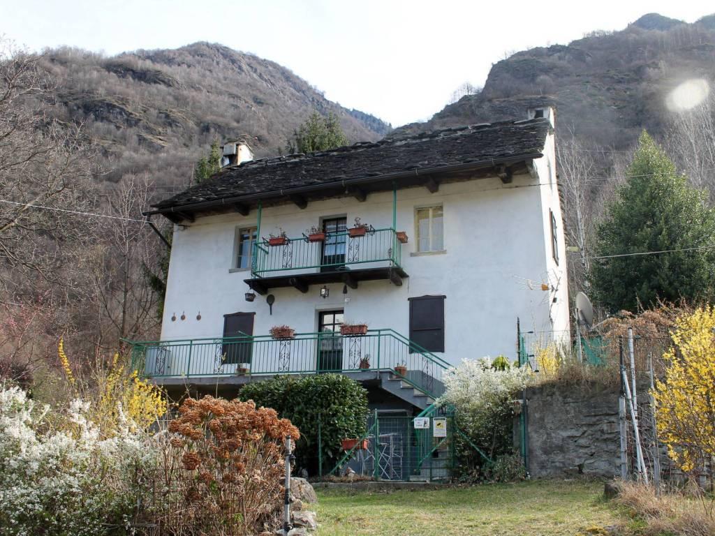 foto facciata Casa indipendente via Alpiano Inferiore, Crodo