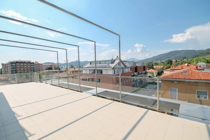 foto  Ático nuevo, 160 m², Bergamo