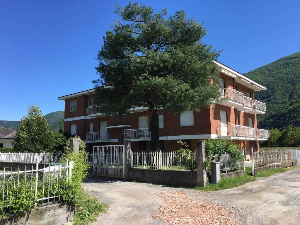 foto Facciata 3-room flat via Medagli 38, Sant'Antonino di Susa