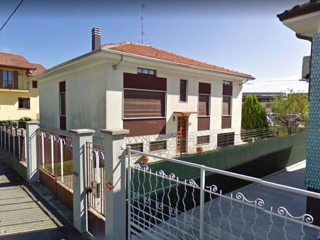 foto  Villa unifamiliare vicolo Monzani 8, Borgomanero