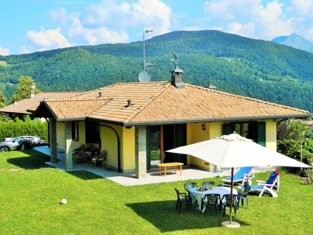 foto facciata Villa unifamiliare via Canneto 23, Alta Valle Intelvi
