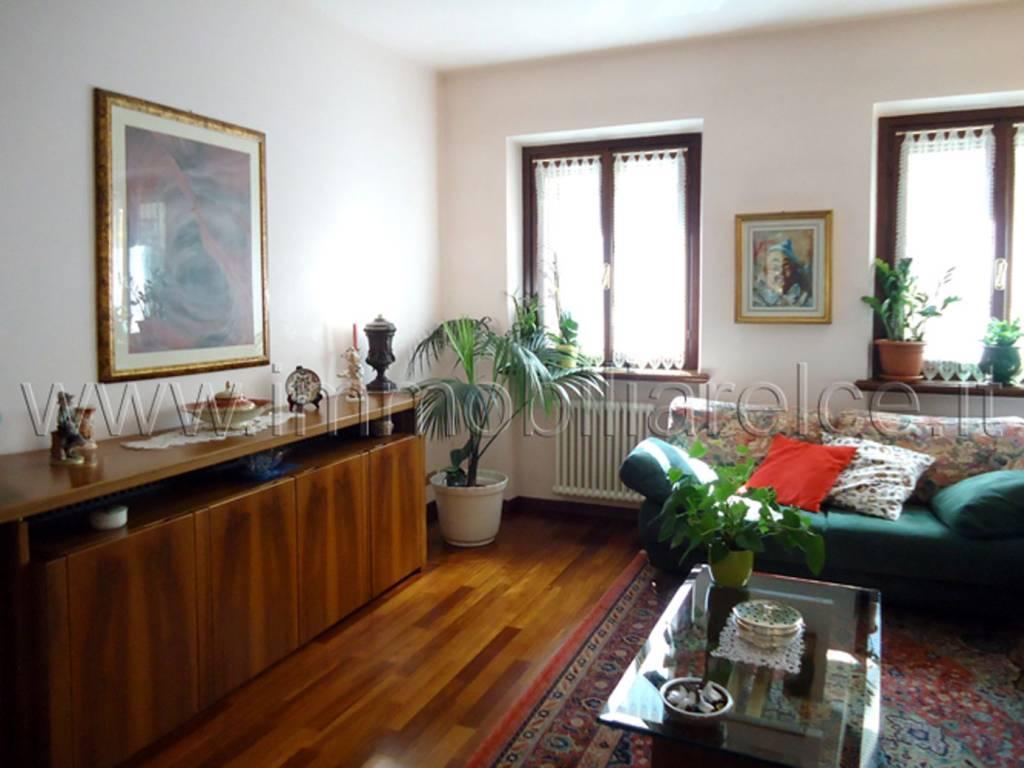 foto soggiorno Трехкомнатная квартира viale Michelangelo Grigoletti, Pordenone