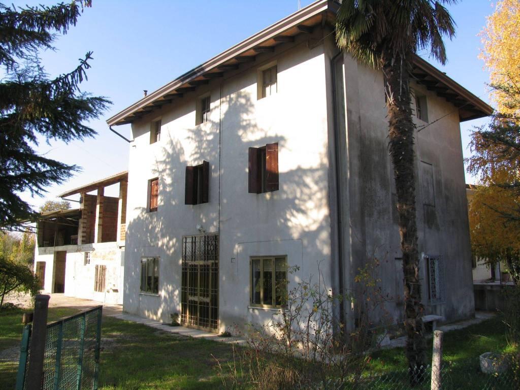 foto  Сельский дом via Casarsa 24, Valvasone Arzene